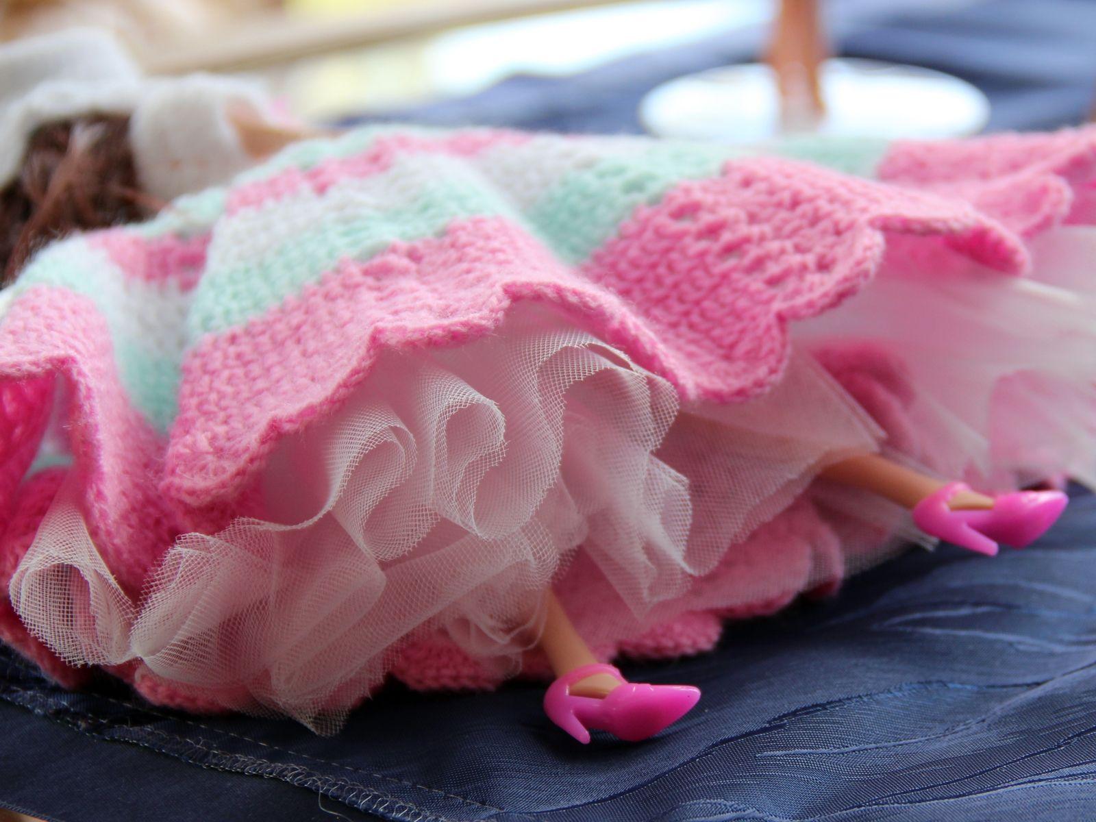 Gehäkeltes langes Kleid mit Petticoat   Handarbeiten von \