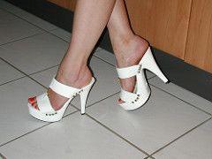 bf2bdbe131 pic0135 (KnulliBulli) Tags: heels highheels mules slides nylons toes fuss  füsse feet legs