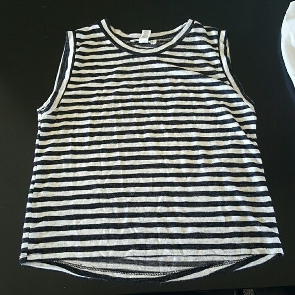 Forever 21 Small Excellent condition, no rips, tears or stains. Forever 21, size small Forever 21 Tops Crop Tops