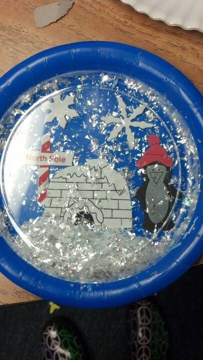 Plastic and paper plate snow scene you can shake the snow for Preschool snow globe craft