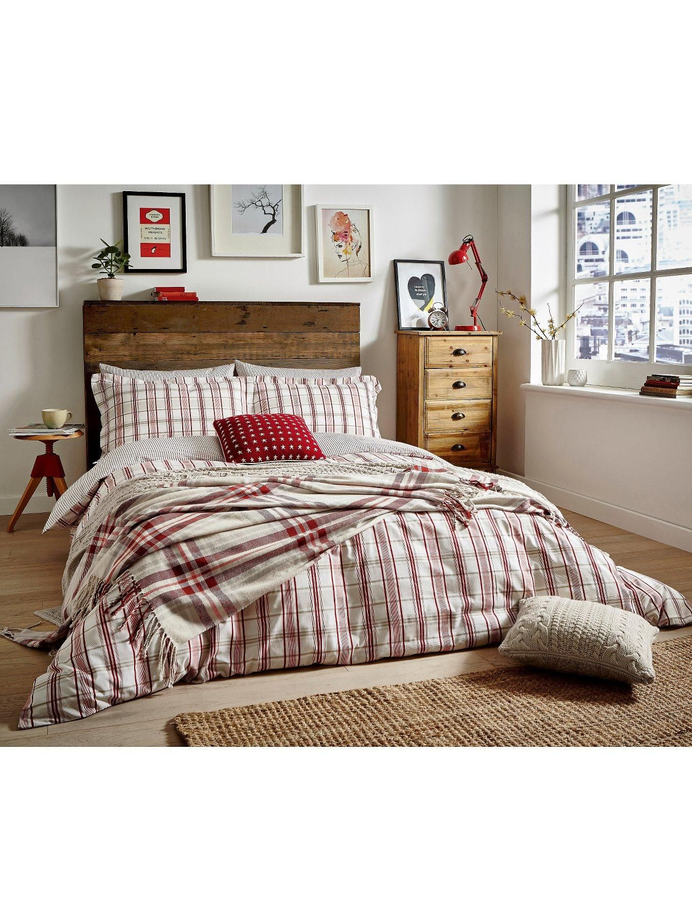Pea Blue Carter Duvet Cover Set In Single Double And King Sizesa Clic Red Beige Tartan Design Lends This A Sense Of Impeccable