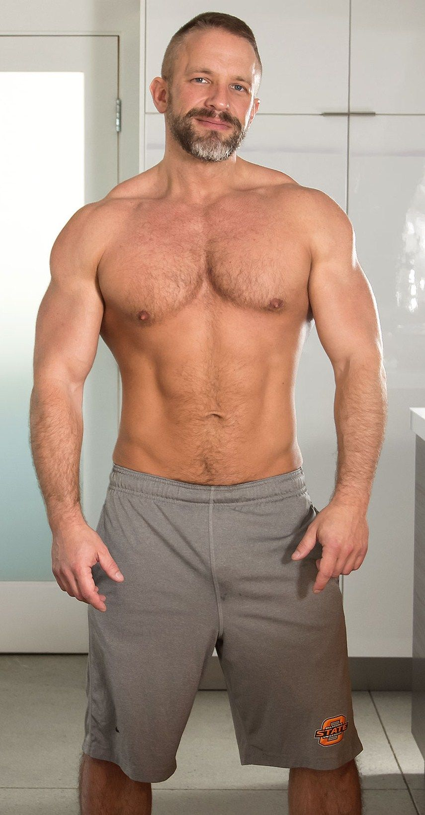 Beautiful gay man muscle realmen