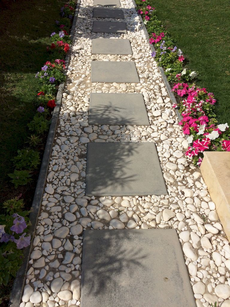 Gorgeous 25 stunning front yard pathways landscaping ideas for Plants for walkway landscaping ideas