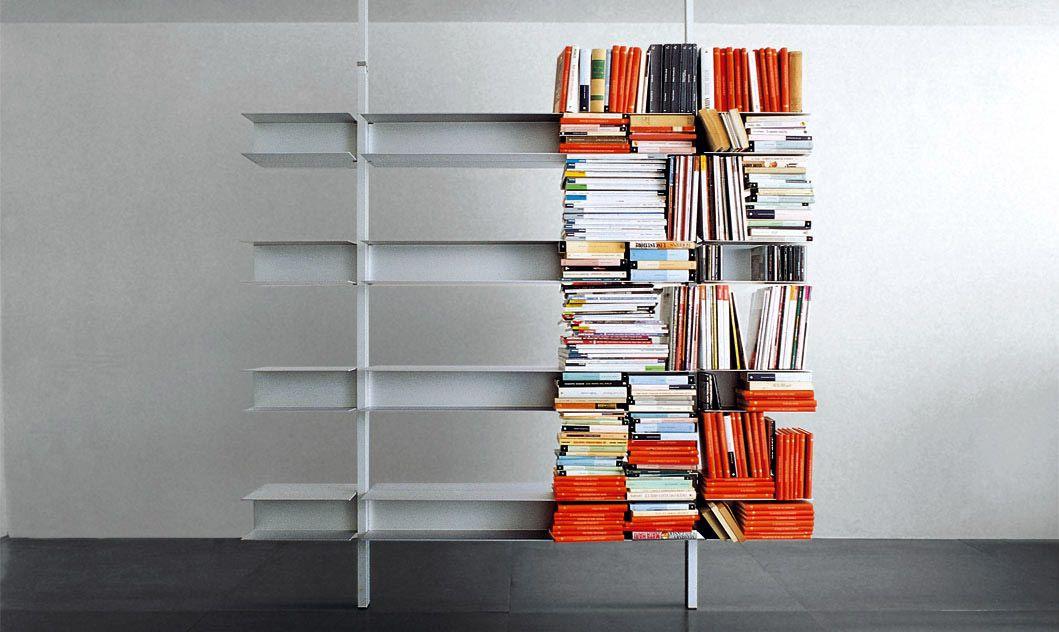 Libreria con ripiani in alluminio system diventa supporto