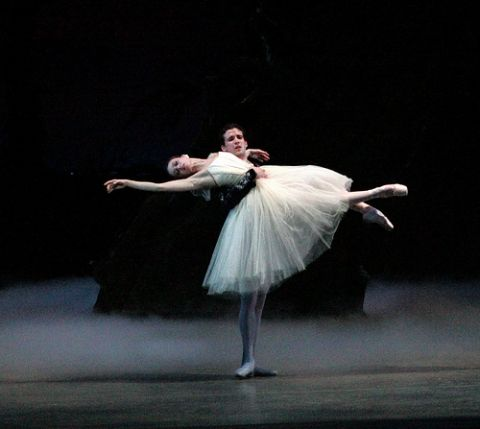 Giselle: Jennifer Carlynn Kronenberg  Albrecht: Carlos Miguel Guerra  Miami City Ballet.