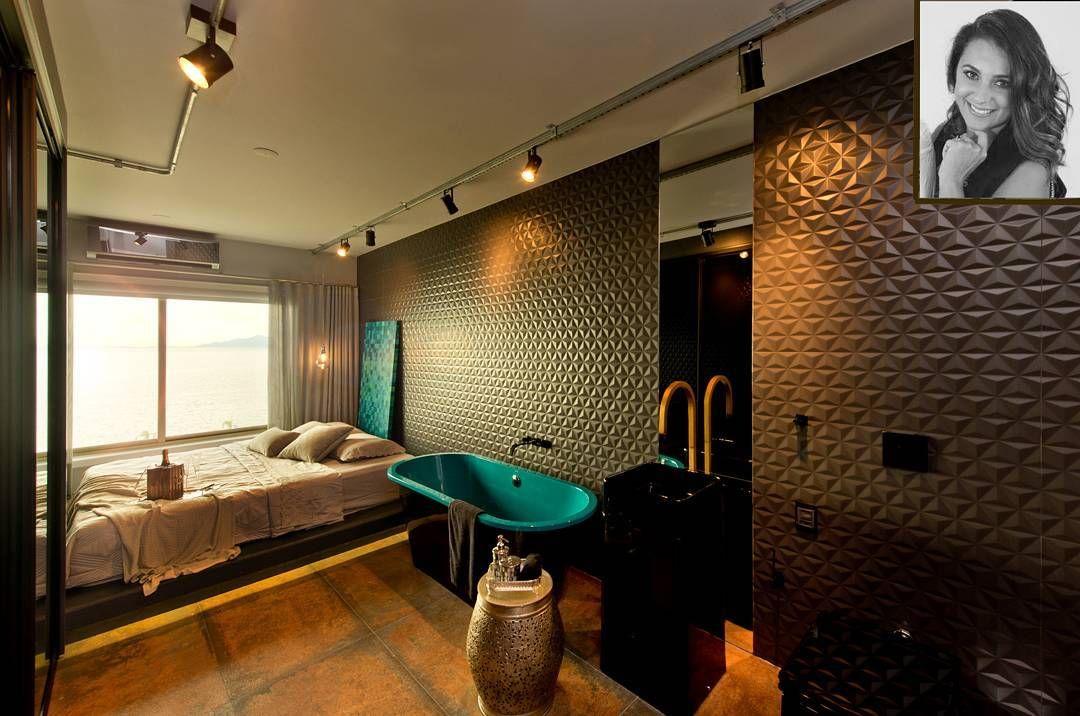 Novo conceito de quartos. Ambiente moderno e sofisticado Novo conceito de quarto. Ambiente moderno e sofisticado que integra cama e banheira. Inspiração e execução da arquiteta Tatiana Bonetti para um apartamento na Avenida Beira Mar, em Florianópolis.