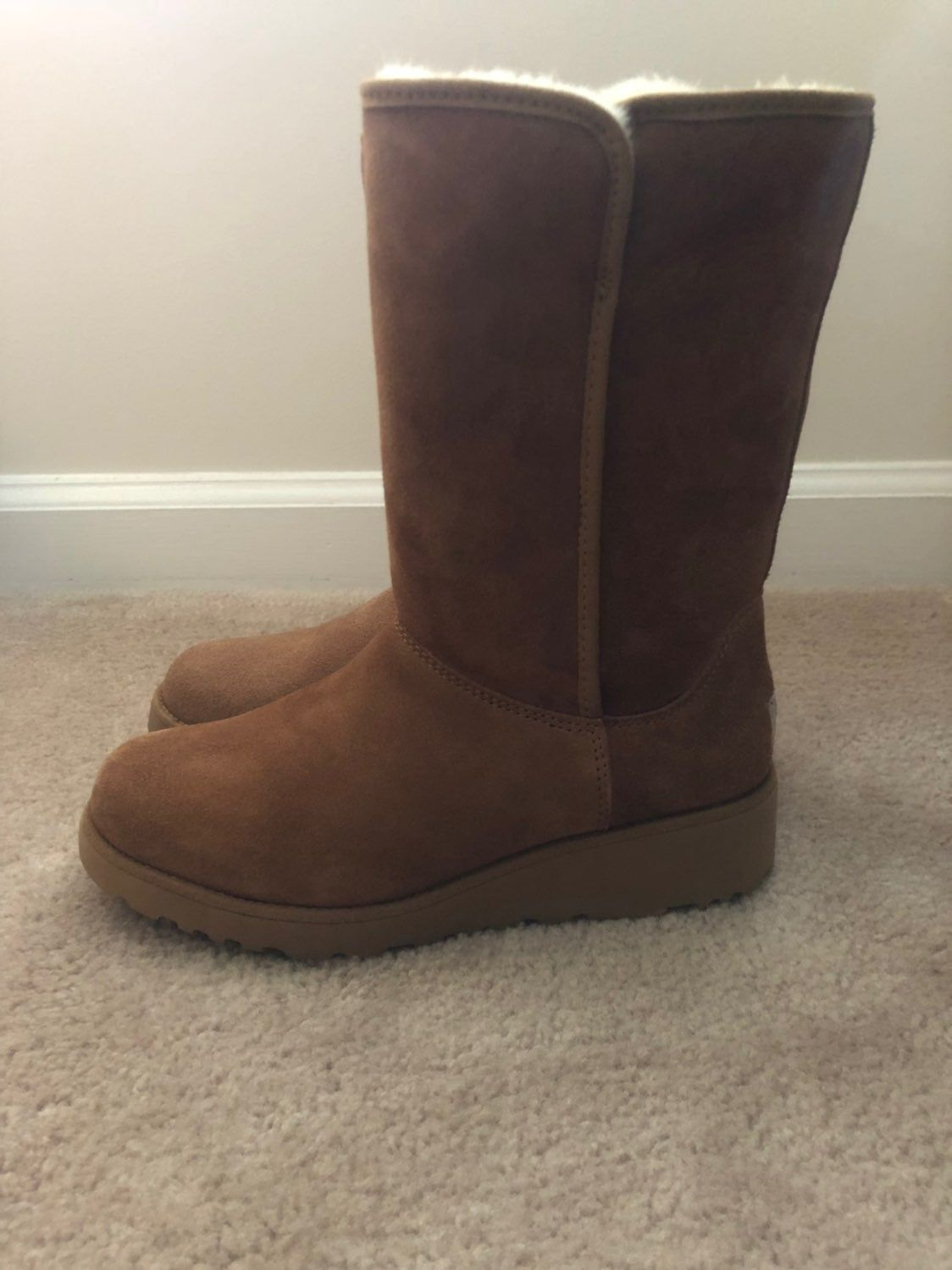 Brand new uggs UGG Amie Boots in Chestnut. Size 12 100