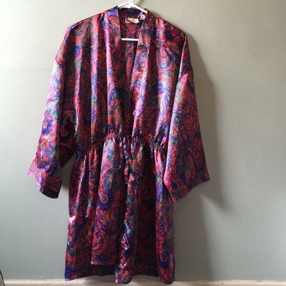 Victoria's Secret Women's Floral Robe Victoria Secret Floral Kimono Robe 100% Polyester. Size P/S. Shoulder to hem: 33' Neck to arms: 27' Armpit to armpit: 18'. In good condition Victoria's Secret Intimates & Sleepwear Robes