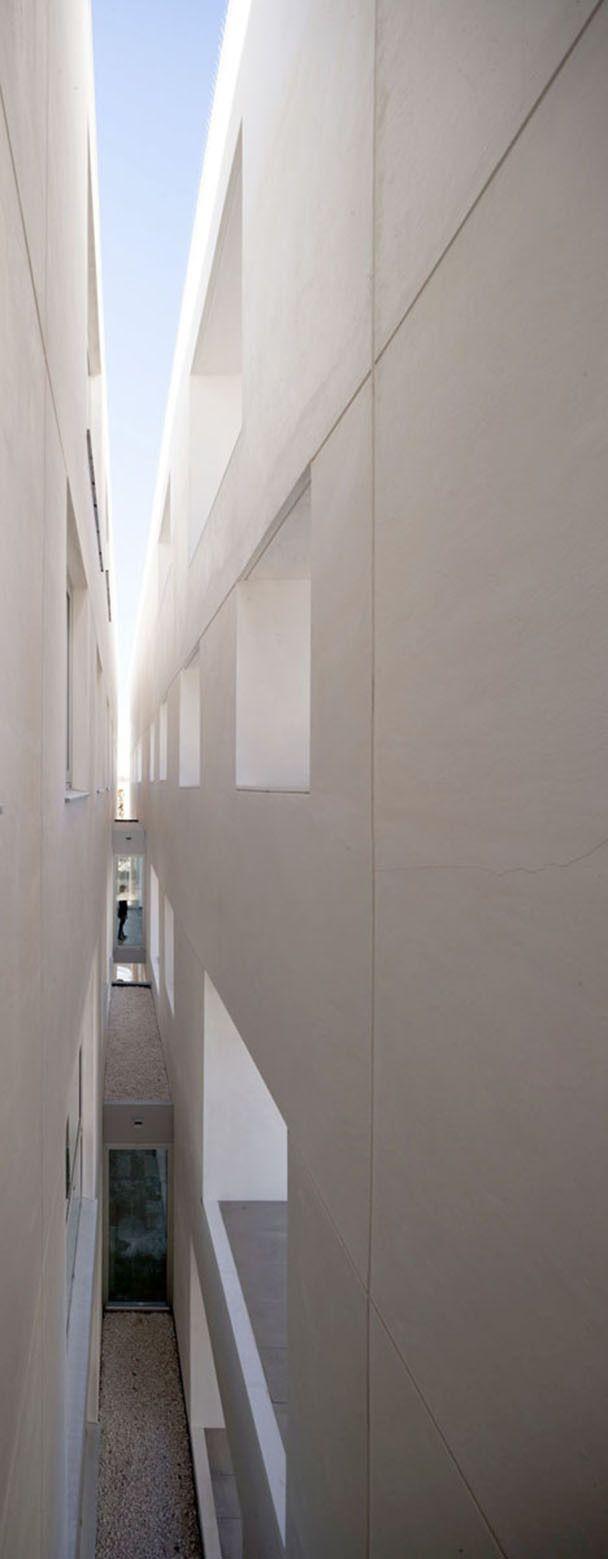 Centro de Ensino para a Universidade de Córdoba / Rafael de La-Hoz