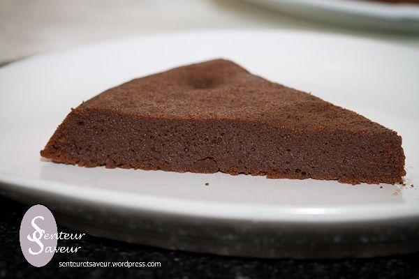 Voici une recette que j'ai piquée chez Patchouka, un délicieux fondant au chocolat. Il a une texture vraiment fondante et un vrai bon goût de chocolat. Il plaît à tous, aux petits comme aux g…