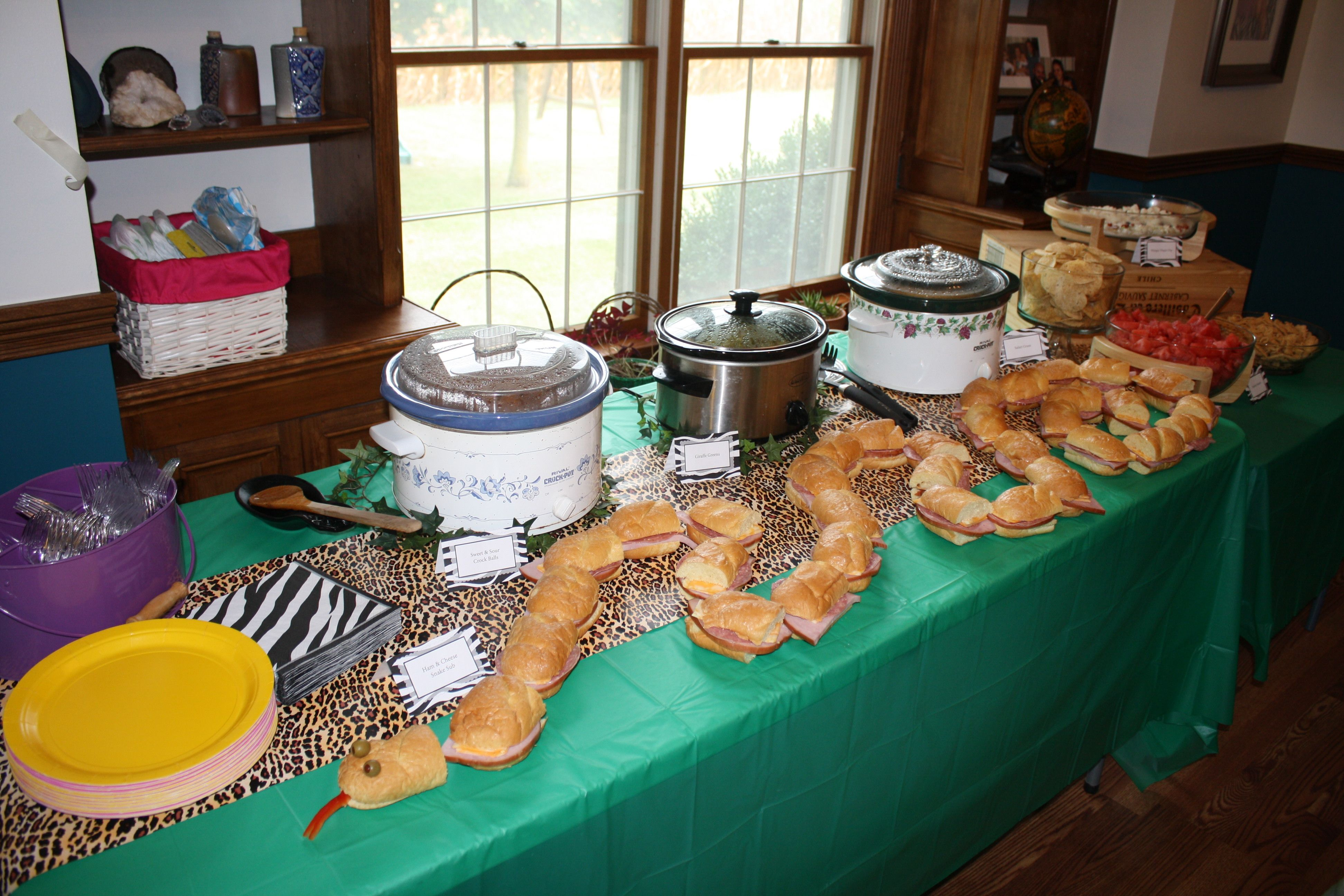 jungle safari party food table safari zoo themed party. Black Bedroom Furniture Sets. Home Design Ideas