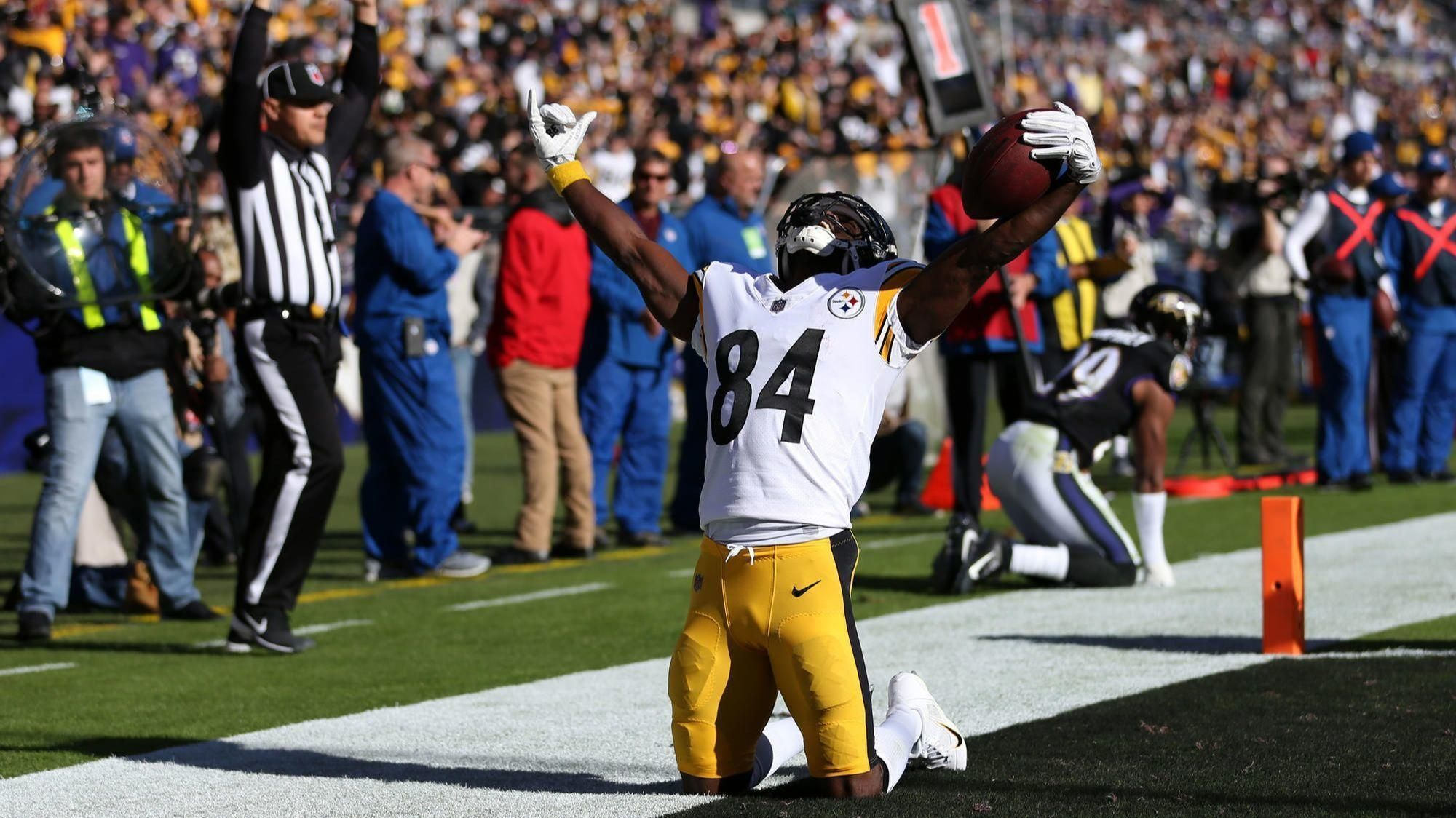 69bfe5fa429 Steelers' Antonio Brown pulled over for going 100 mph, police say #news  #miami #community