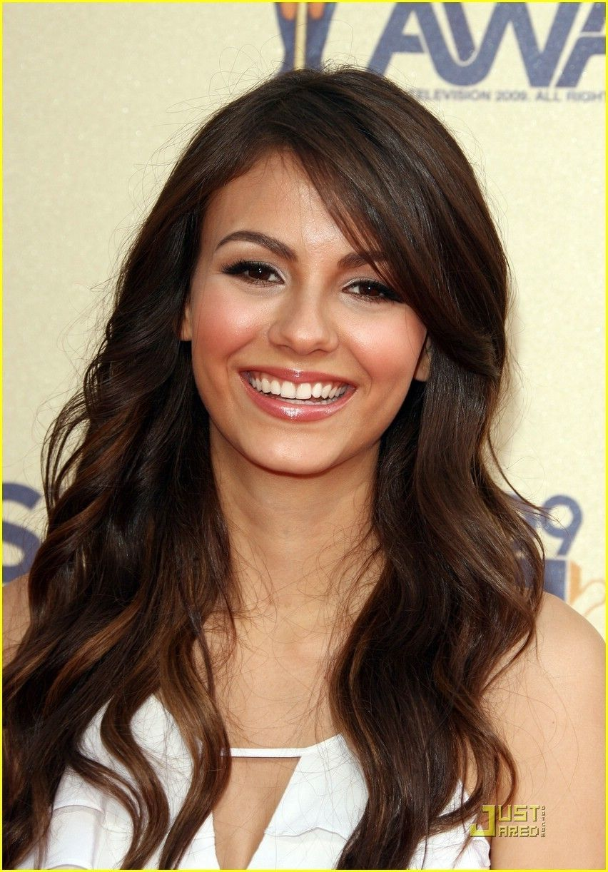 victoria justice beggin on your knees