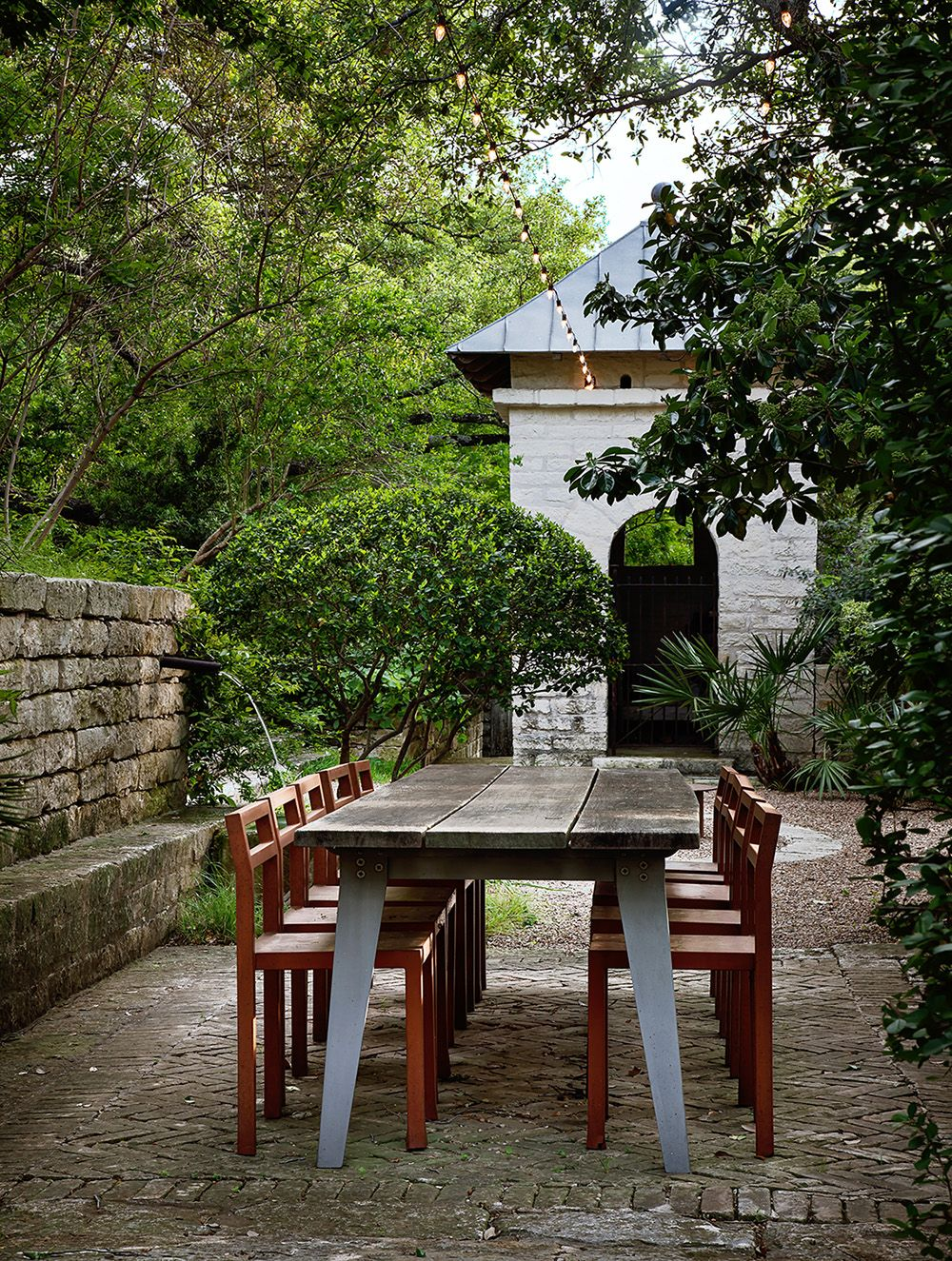 the outdoor dining area at 8 sugar creek transforms a dinner party