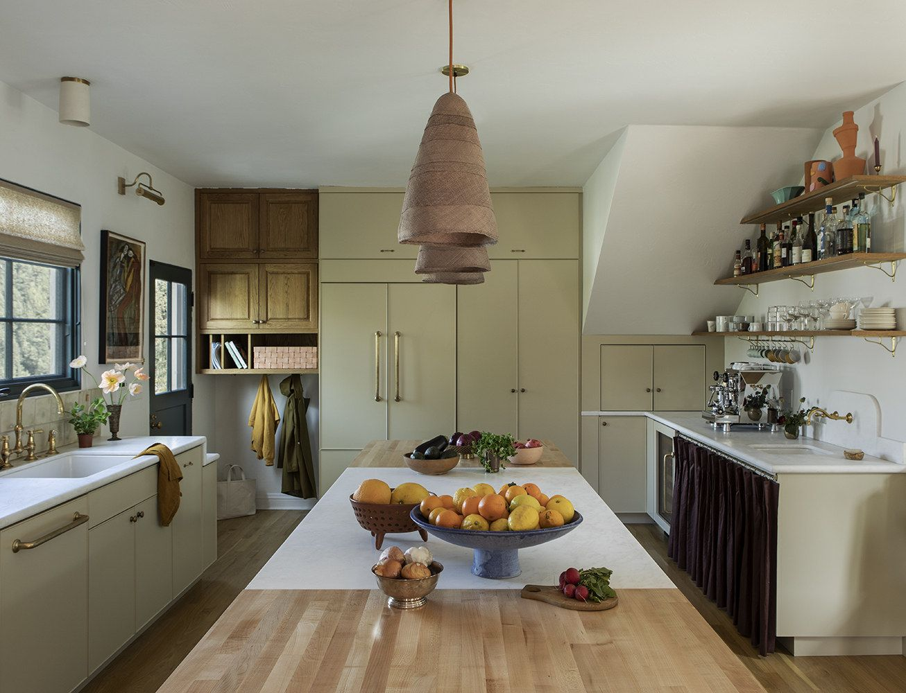 Jewel Tones In A 1920s Mediterranean House Makeover In 2020 Elegant Kitchens 1920s House Disc Interiors