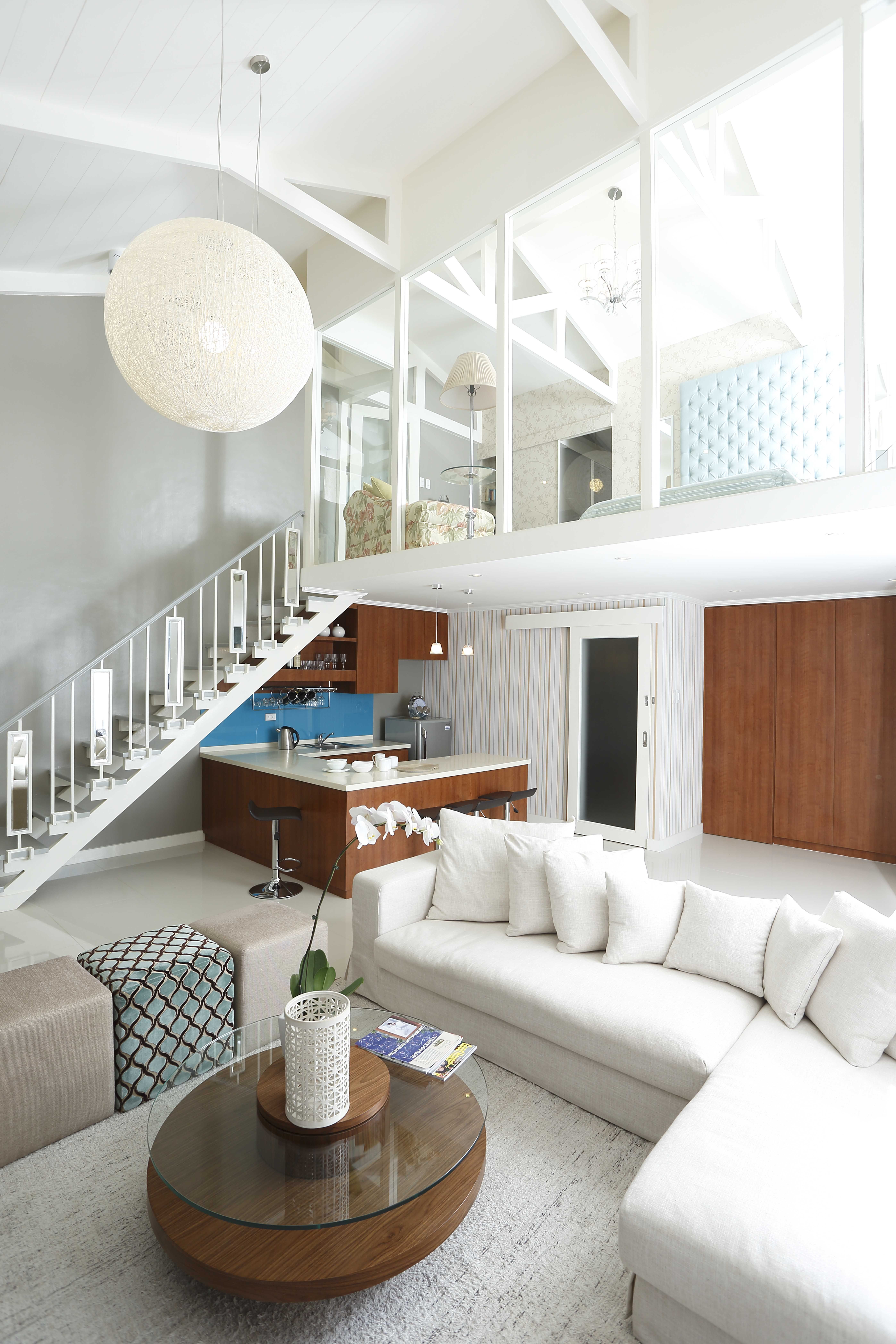 An inviting loft designed by Jean Paul dela Rosa. Don\'t you just ...