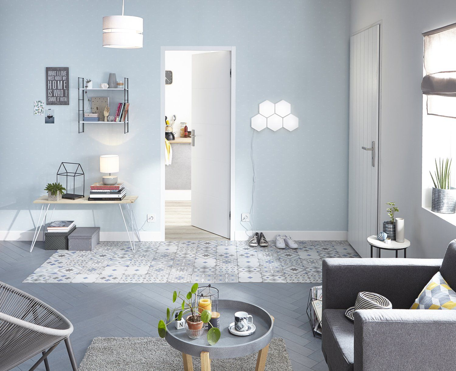 Couloir entree salon sejour bleu gris argent artens for Salon sejour contemporain