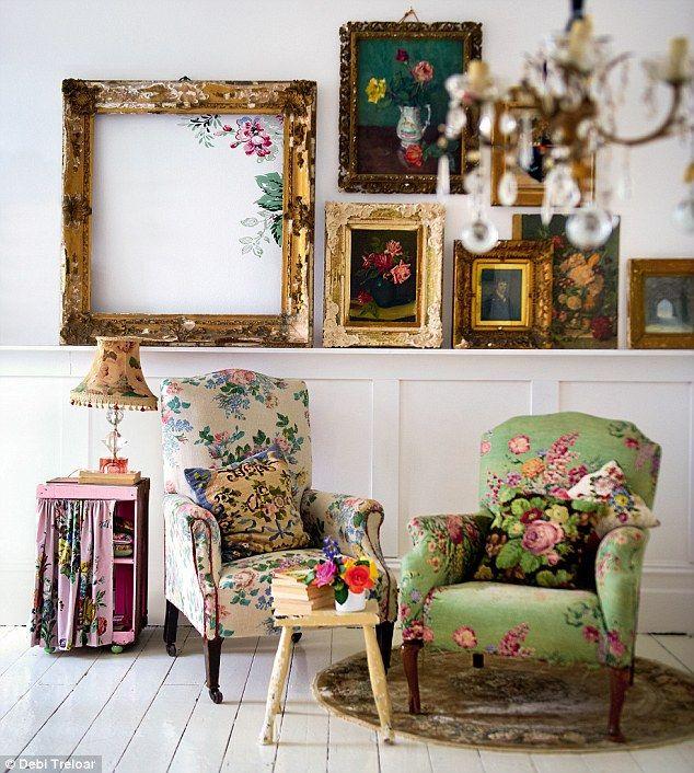 Echt schöne, prächtige Bilderrahmen. Vor allem der linke bei dem das Bild auf die Wand / das Glas des Rahmens gemalt ist und man darin noch die Wand sieht.