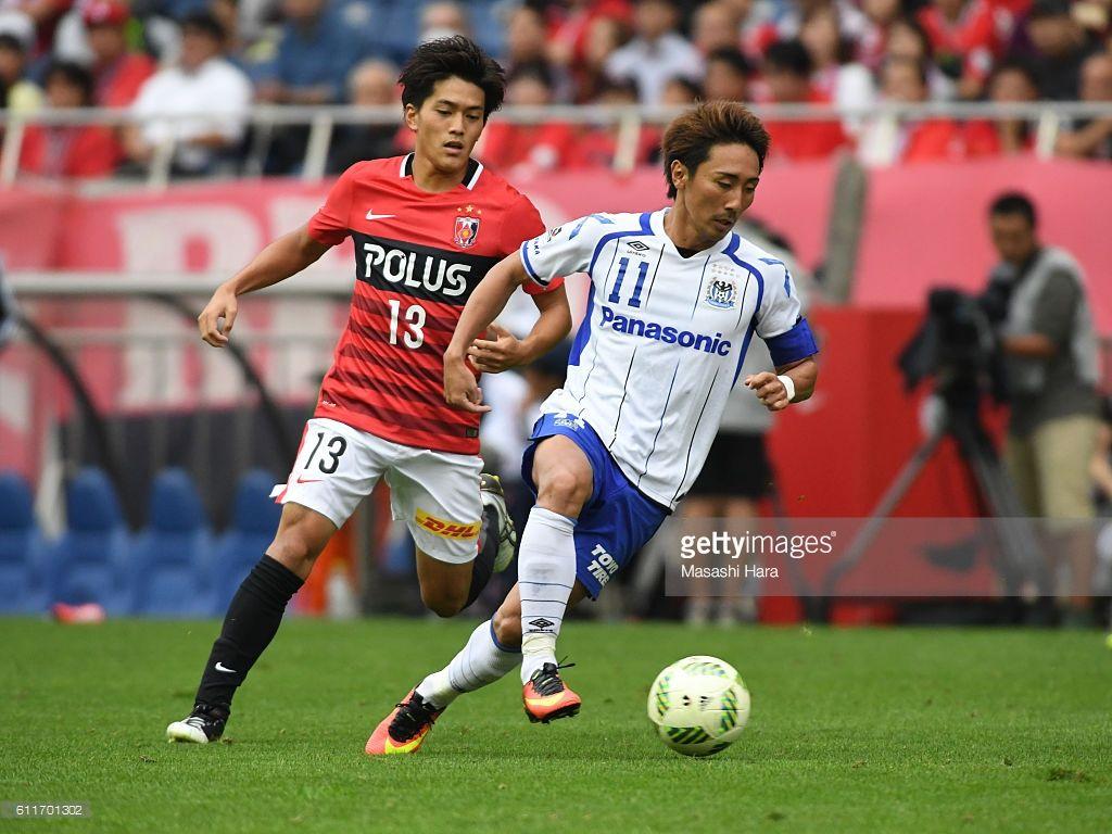 Shu Kurata 11 Of Gamba Osaka In Action During The J League Match Between Urawa Red Diamonds And Gamba Osaka At Saitama Stadium On October 1 浦和レッズ Jリーグ 選手