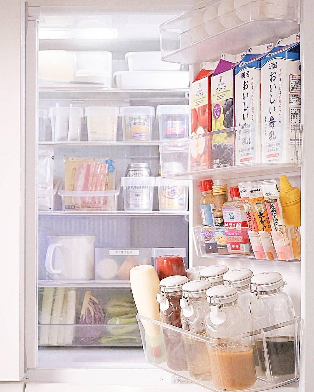 冷蔵庫収納 ドアポケット 調味料ボトルをセラーメイトに統一してラベリング 注いでいる時にパタンと蓋が落ちてこないことと片手で気軽に扱えること シンプルが美しいデザインが魅力的 立てていても冷蔵庫のドアを開閉するたびにいちいち倒れてくることが