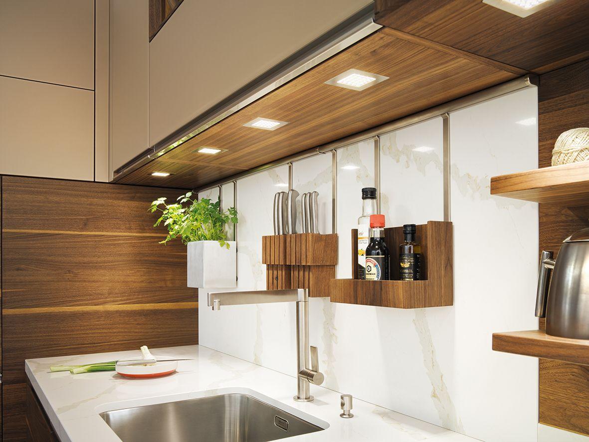 Naturholzküchen helles licht zum arbeiten und stimmungsvolles licht zum genießen