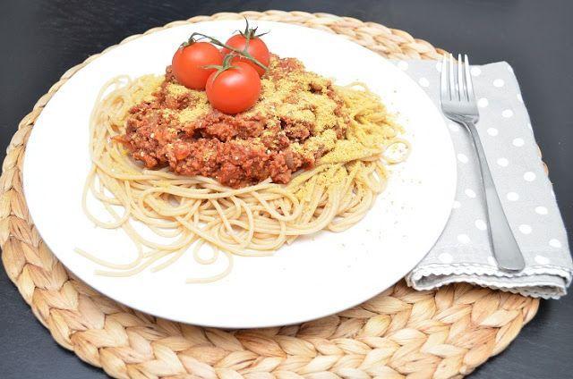 Men hva spiser du egentlig?: Pasta bolognese med nøtteparmesan