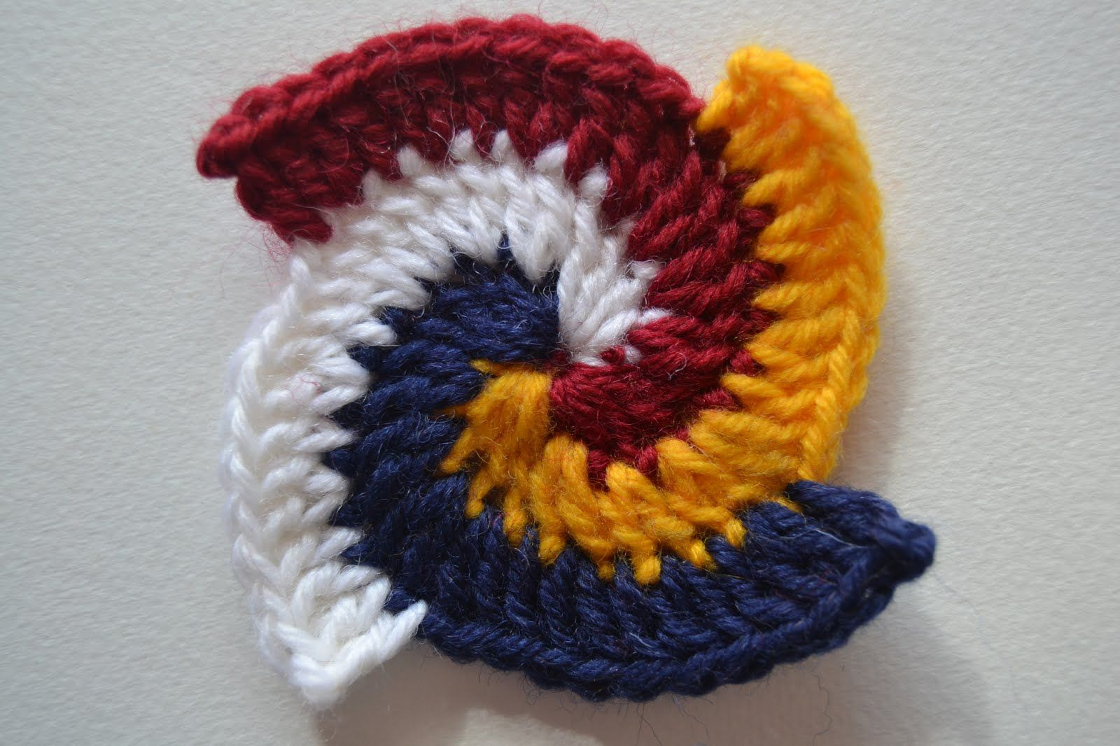 In my previous tutorials about Freeform Crochet I showed you how to make a spiral and how to make a spiral with two colors. Here's a few more ideas for making spirals.