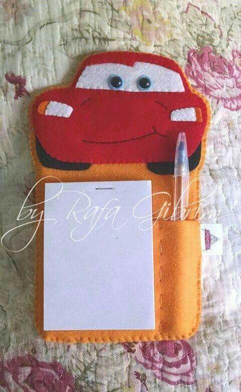 Porta bloco de anotações no tema do desenho Carros, da Pixar
