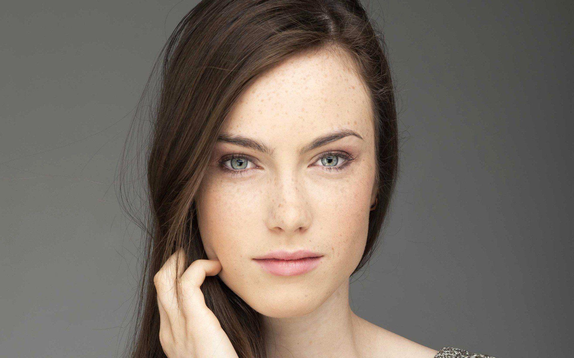 Картинка девушка без макияжа
