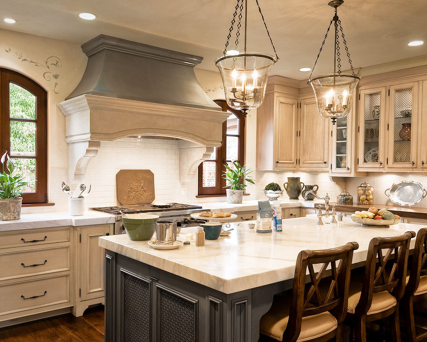 Custom Designers Kitchen Cabinets Bath Cabinetry Showrooms In Nassau County Long Island New Y Luxury Kitchen Design Kitchen Cabinets Showroom Tuscan Kitchen