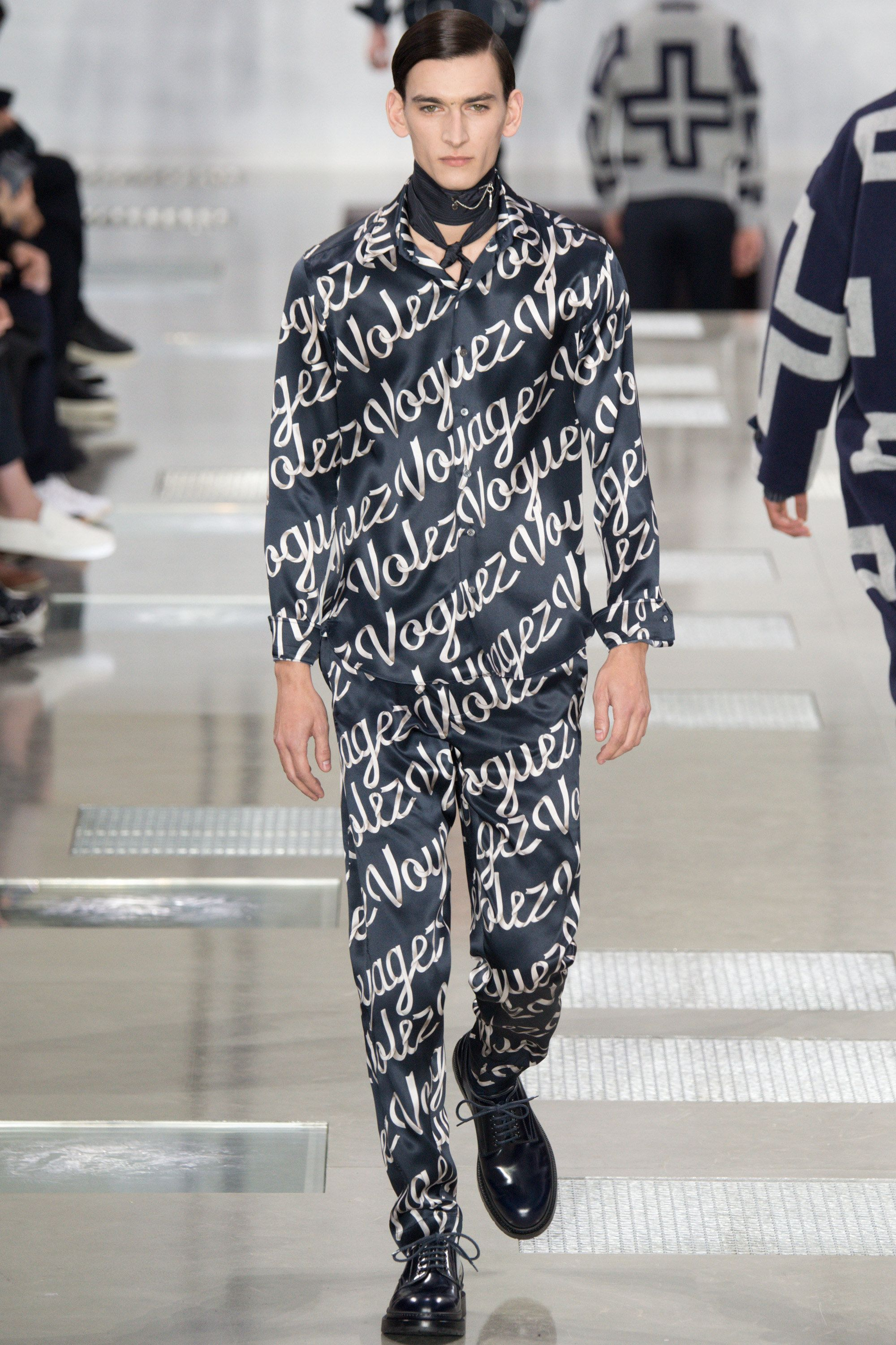 See the complete Louis Vuitton Fall 2016 Menswear collection.
