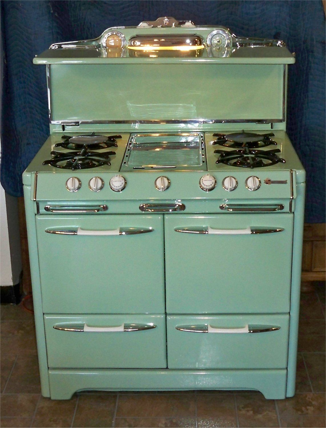 O'Keefe & Merritt... Love some of the other stoves on this site ...