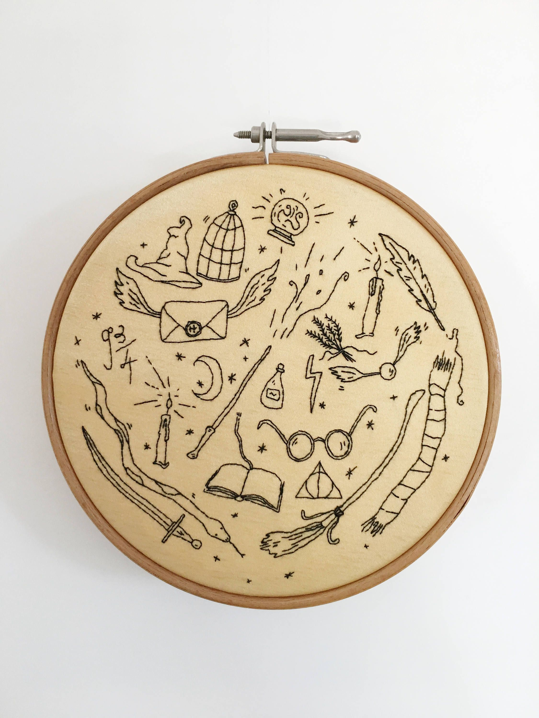 Hand-embroidered HARRY POTTER wall art | Heppy Pepper | Pinterest ...