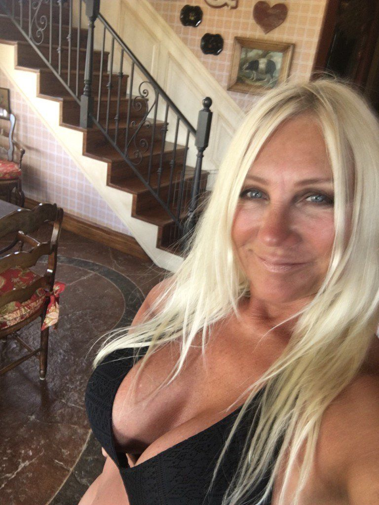 Linda Hogan Nude Photos 2