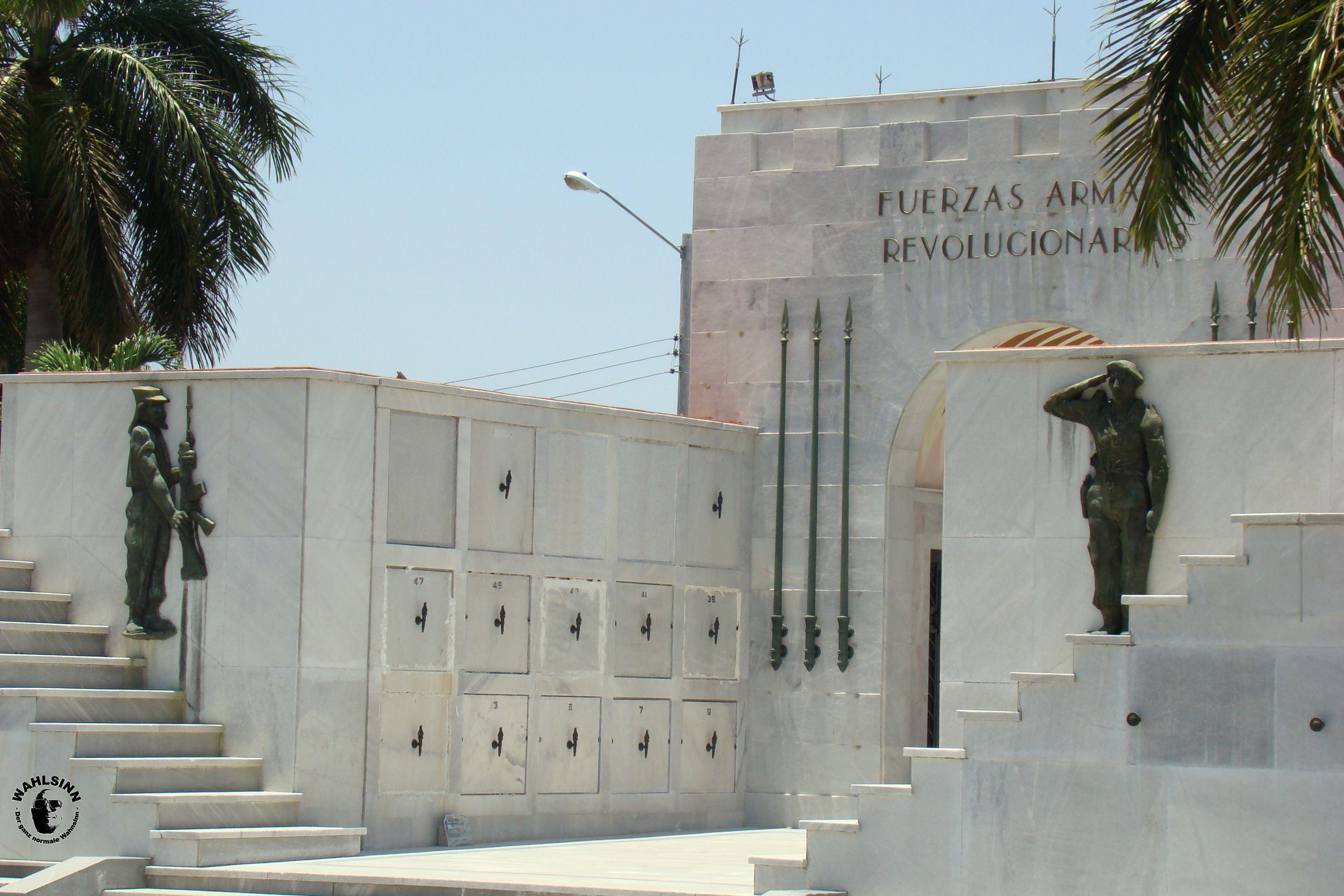 Ein Friedhof // Havanna (Kuba)