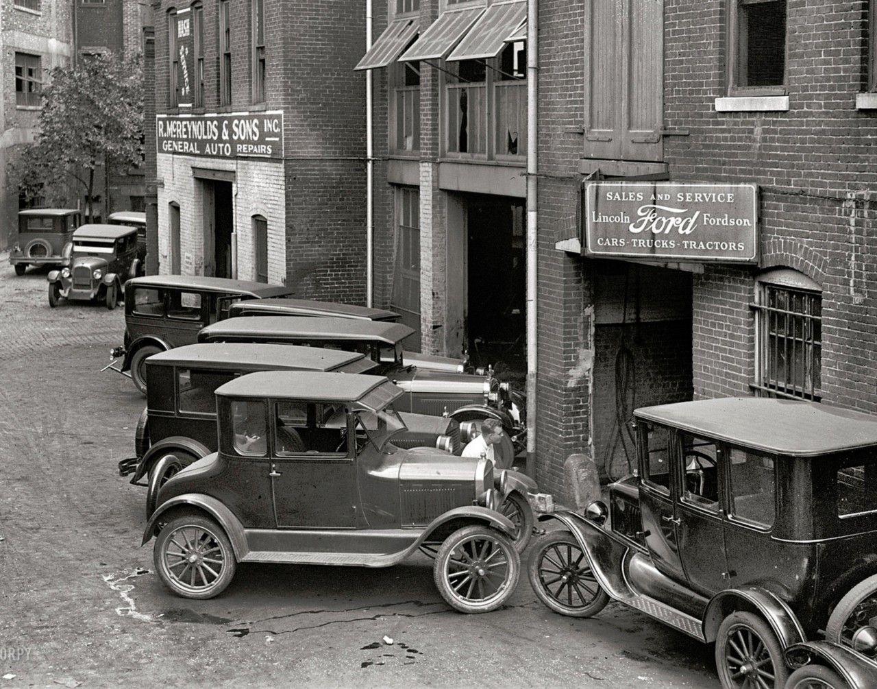 Old Ford Dealership Vintage Cars Car Dealership Antique Cars