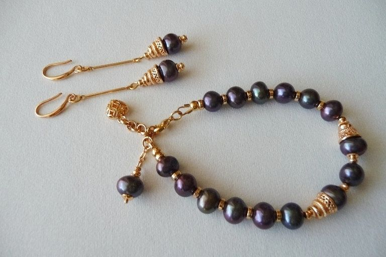 Freshwater pearls, Pearl bracelet, Pearl earrings, Pearl bracelet set of earrings, Lilac, Violet, Purple pearls. by TillJD on Etsy