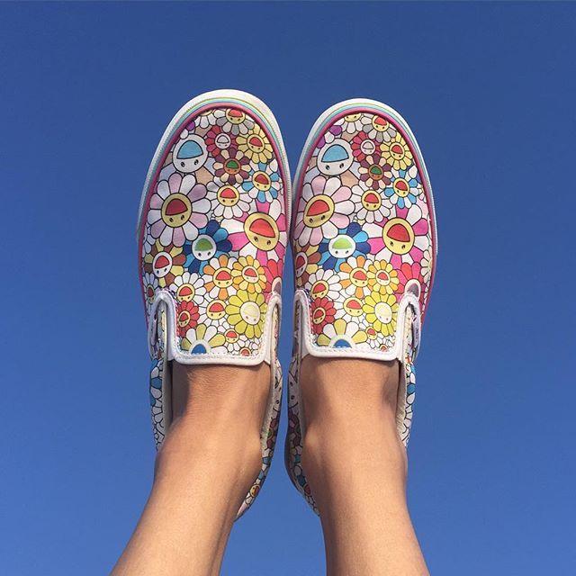 Happy feet  @takashipom @emmanuelperrotin #happyfeet#happyartist#happyflowers #upinthesky#followthesun#makefashionfun #murakami#obsessed#bestvansever#vansxmurakami#takashimurakami#galerieperrotin#emmanuelperrotin❤️