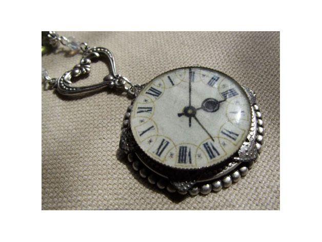 Collier cabochon l'horloge du coeur de Anaïs Faë sur DaWanda.com