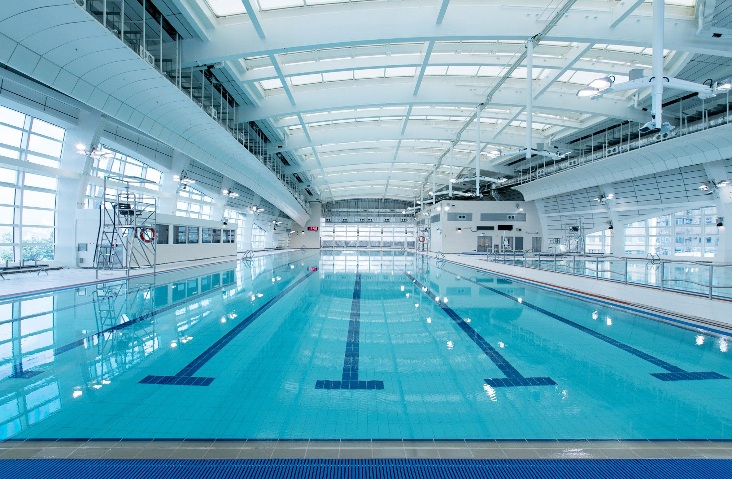 Kennedy Town Swimming Pool In Hong Kong China By Tfp Farrells Contractor Buildtrade Copyrig Swimming Pool Architecture Swimming Pools Swimming Pool Designs