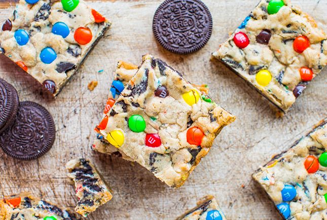 Satisfy your sweet tooth with these MM Oreo Bars Nom Nom Nom