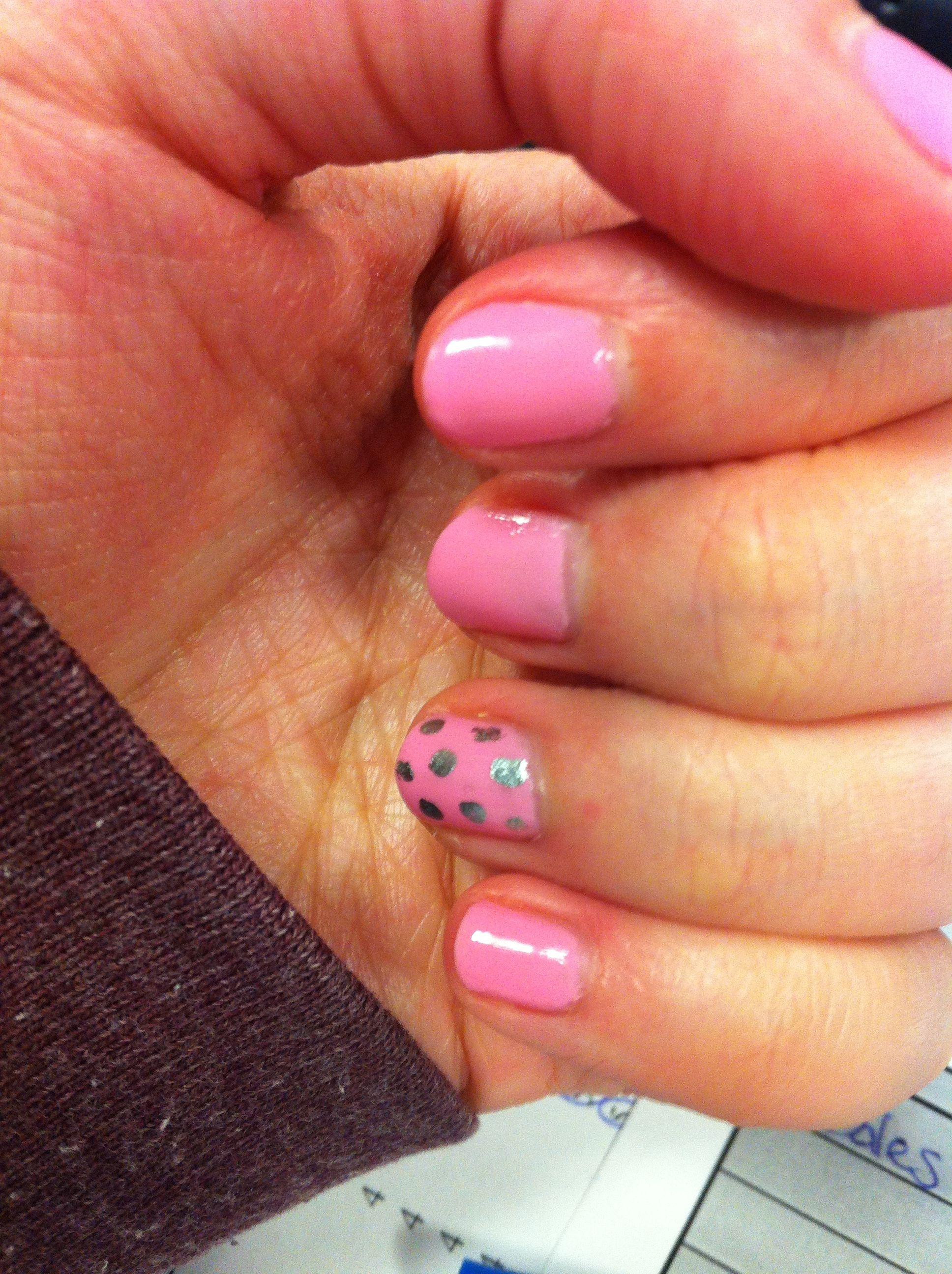 Pink & polka dot nails