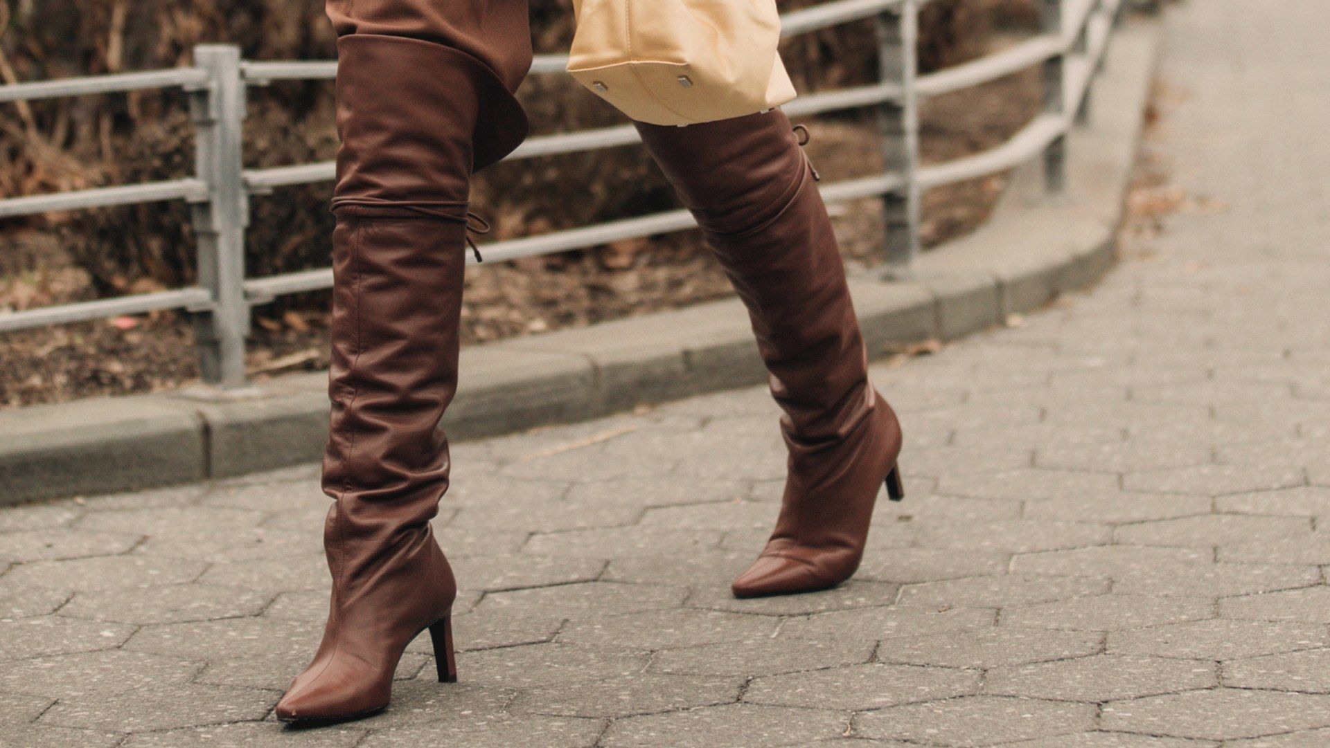 High winter boots 2019 2020: street style outfits to copy, #Boots #copy #High #outfits #stree...