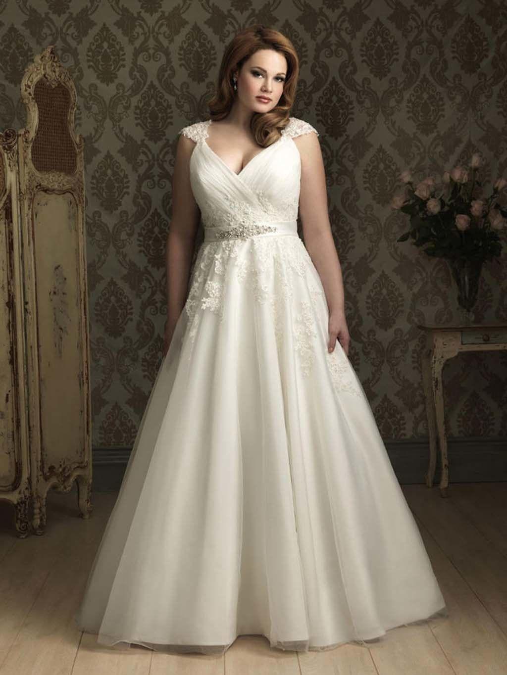 Curvy brides: una historia y 17 looks para inspirarte
