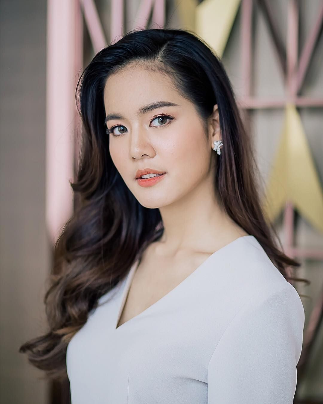 Why Thai beauty queen bows to this woman