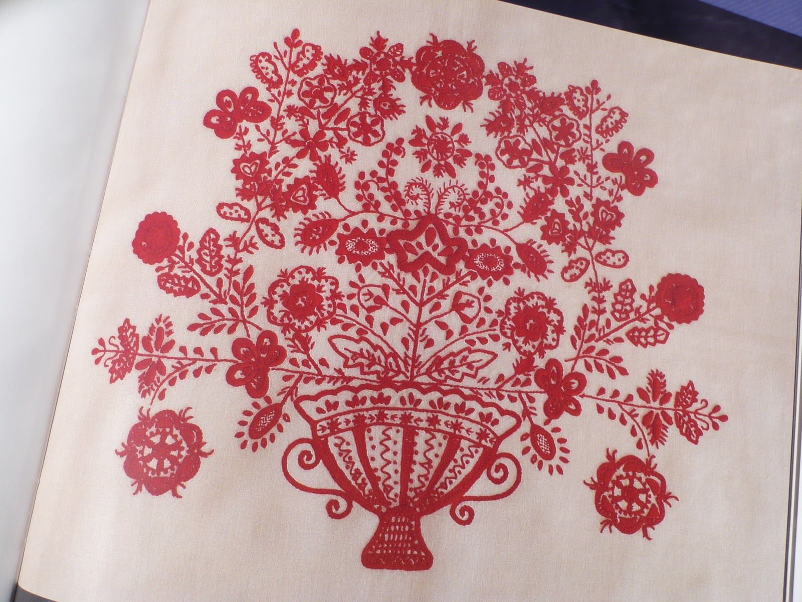 Knitting Embroidery Bordado : Portuguese embroidery patterns bordado de