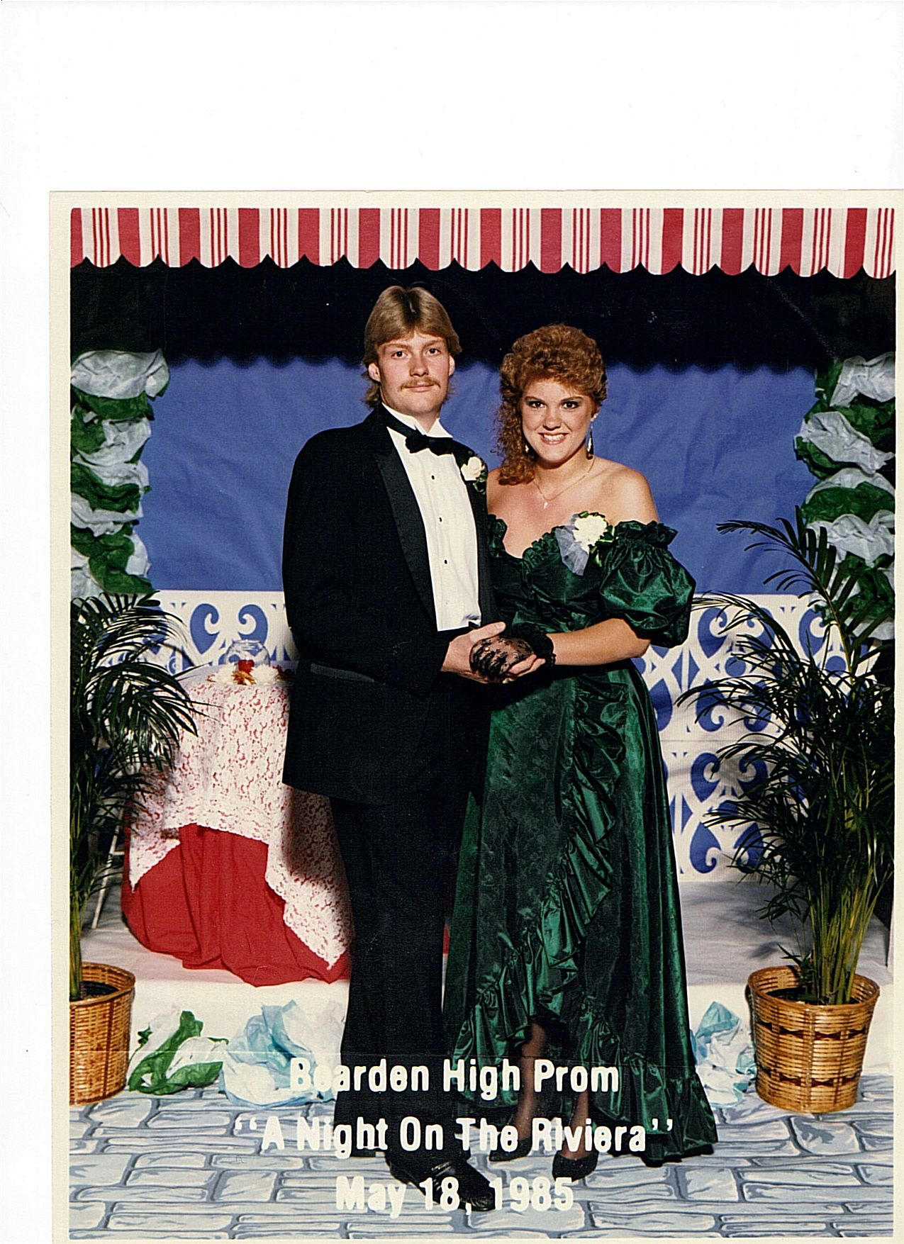I M On The Ellen Show Website Bad Prom Pictures I Think It S A Great Picture Prom Prom Photos Prom Pictures [ 1755 x 1275 Pixel ]