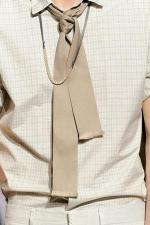 69ae06dafcb Tout nouveau chez Hermès   La cravate foulard