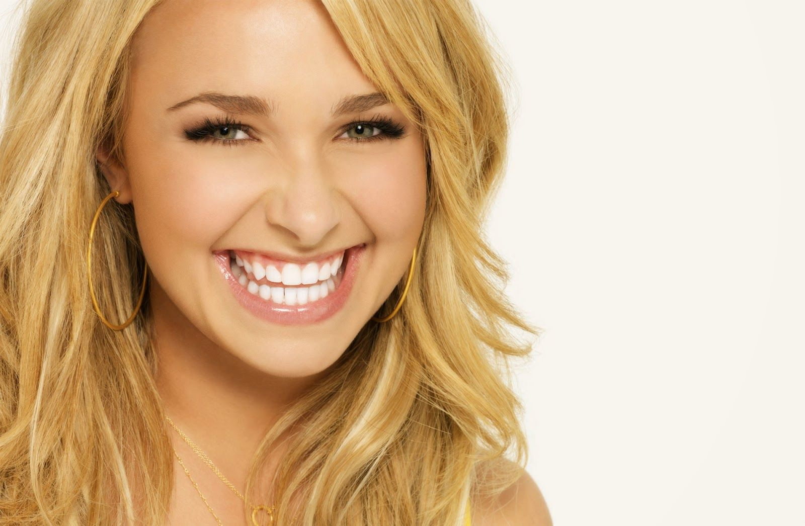 Hayden Panettiere  smile Girls Beautiful  Amazing Hd Wallpapers 100% High Definition HD and High Quality Most HQ Picture, Image, Wallpapers free download for Your Devise Version