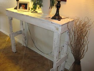 DIY Pallet Hall Table from My Life is a Nutshell & I'm the Nut (kamsmomusa.blogsp...)